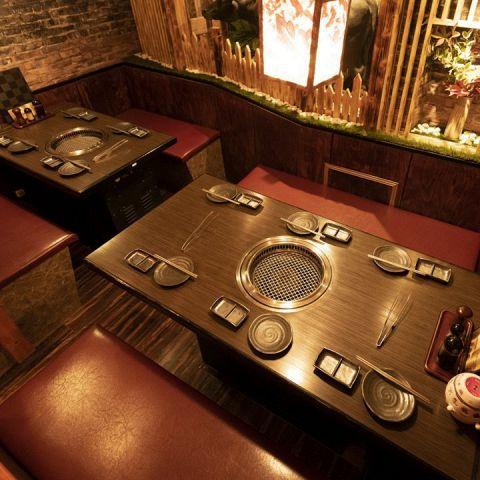 【2F・4名様席×2】8名様でもお使いいただける半個室は中人数の宴会にも最適◎