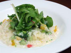 料理メニュー写真たっぷり野菜と大麦のヘルシーなリゾット