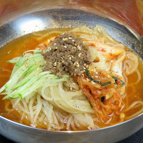料理長の手間暇かけて作ったスープは美味。一切妥協なしの〆の冷麺はリピーター続出の中毒の味!是非お試しあれ♪