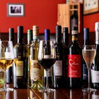 【厳選イタリアワインは40種以上を常備】