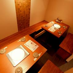 最大8名様まで入室できる個室は女子会でも少人数宴会でもご利用いただける使用になっております☆4名様席×2テーブルございます♪