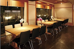 6名様のテーブル席、繋げて18名様ご利用できます。