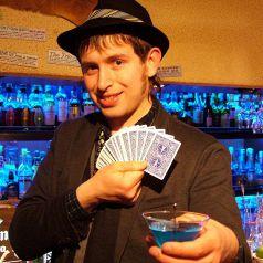 定期的に開催されるマジックショー。
