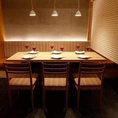 ゆったりテーブル個室2名様からOK!個室は接待やおもてなしの席にご活用頂けます。飲み会・会社宴会・誕生日会・女子会・デート・合コン・接待に様々な用途に合わせてご利用ください。飲み放題付きコースも充実!なんと2500円から用意!女子会限定コースも必見!誕生日月特典ではホールケーキが無料に!