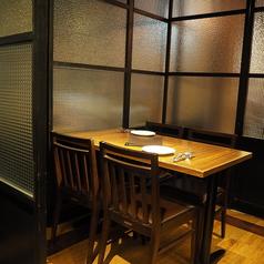 ガラス戸で仕切られたカジュアルスタイルの個室は、周りが気にならず、落ち着いてお食事ができます!