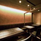 広々とした空間でプライベートな飲み会をご堪能いただけます。落ち着いた大人な空間でごゆっくりお寛ぎ下さい。