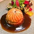 料理メニュー写真岡山県産イノシシ肉とフォアグラのパイ包み焼き、サルミソース