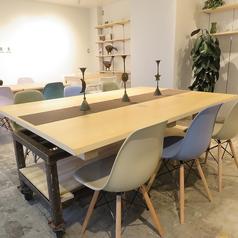 6名様テーブルを1卓ご用意しています。