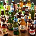 世界のビール常時100種。女性にもオススメのクセが無くサッパリと飲みやすい瓶ビールもございます。デザイン性も抜群で持っているだけで絵になる世界のクラフトビール。思わずSNSに投稿したくなるようなオシャレなラベルのアイテム盛りだくさんです。