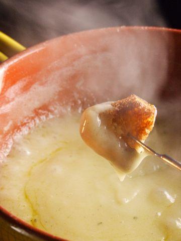 前菜やパスタが選べる♪特製チーズフォンデュコース2500(税込)です!