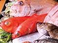 【食材へのこだわり】魚は地元、田崎市場より鮮度の良い旬の魚を職人の目利きで直接仕入れております。お肉は、厳選された飼料で育てられたくまもと黒毛和牛「和王」を使用。