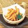 料理メニュー写真スパイシーポテト/フライドポテト/鶏なんこつ揚げ