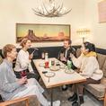 デートや女子会のピッタリな半個室テーブル席♪