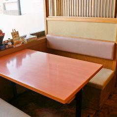 気軽に飲むなら、こちらのテーブル席!