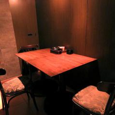 デートにもおすすめ。2~3名のテーブル個室。