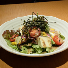 料理メニュー写真食べる胡麻ドレの豆腐サラダ