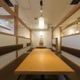 【2階】喫煙可能、セルフ飲み放題専用フロアです。部署やチーム単位で行われる歓迎会や送別会などに最適な中規模半個室をご用意。