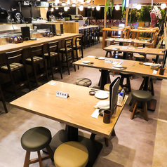開放的なテーブル席はお仲間との少人数飲みにもご利用いただきやすいです!