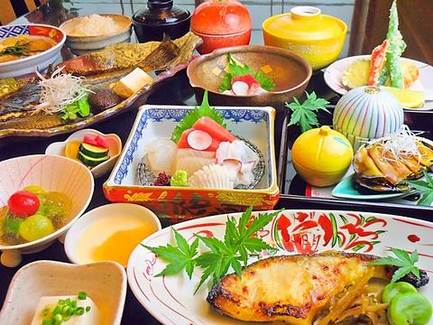 旬の食材をふんだんに使った懐石料理。リーズナブルな価格で味わえるのがうれしい。