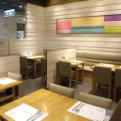 全席禁煙です。韓国の伝統美を生かしたテーブル席