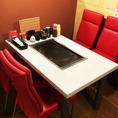 履物を脱がずにさっと。お手洗いもスムーズに行けるテーブル席もご用意♪