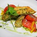 料理メニュー写真白身魚とバジル&トマトのソテー