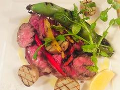 季節野菜のグリルとアンガスビーフのタリアータ