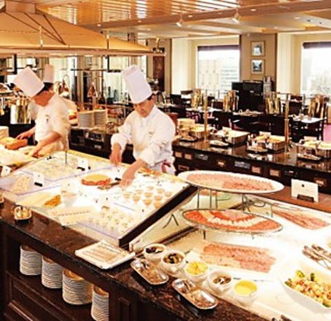 """日本初""""バイキング""""という食のスタイルを生みだした帝国ホテルのブフェレストラン。"""