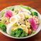 料理メニュー写真シャキシャキ野菜の彩サラダ/牛タンロースト