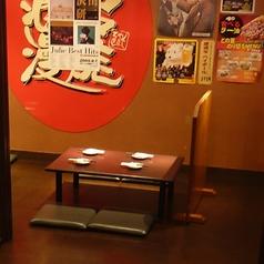 4名様までご着席頂けるお座敷席となっております。足を崩してゆっくりとお食事をお楽しみ下さい。
