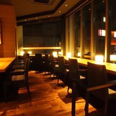 お一人様でもお気軽にお食事を愉しめるカウンター席。お仕事帰りの一杯ににも是非どうぞ。我々、鼎泰豐は今後もお客様のご満足を第一に、今後もクオリティーとサービス向上、安心、安全にこころがけさらなる美味しさを目指します。世界10大レストランに選ばれたレストラン★