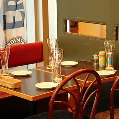 デートやご友人とのお食事にぴったりな2~4名様用のテーブル席。お気に入りの逸品をぜひ見つけてみてください☆