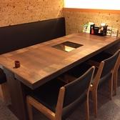 6名様向けのテーブル席。IH完備なのでお鍋のご注文時に便利!