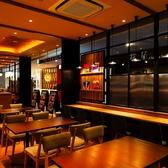 瓦 kawara CAFE&DINING KITTE博多店の雰囲気3