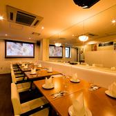【宴会パーティ向け】個室の白ソファーシート♪こちらのお席も宴会等で早く埋まってしまいますので、ご利用の際はご予約お早めに♪