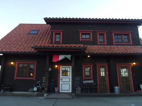 フィンランド産のログハウスで、手作りにこだわった優しい料理を堪能できる店。