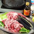 料理メニュー写真【要予約】[手前]ラムロール肉200g+野菜