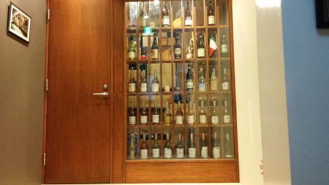 厳選されたワインはイタリア産を中心に約500種類。グラスワインも多数ご用意いたしておりますので料理とのマリアージュをお楽しみいただけます。