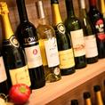 店内にはオススメのワインがずらりと並びます