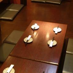 4名様からご利用頂けるテーブル席となっております。テーブルのレイアウトが変更出来るので、来店時の多少の人数変更にも対応致します!
