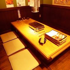 掘りごたつ席は2名様~20名様までご利用いただけます。カップルや友人とのお食事など少人数から、各種宴会まで対応いたします。