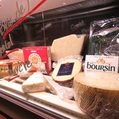 常時10種類以上のチーズがショーケースに顔を並べています♪