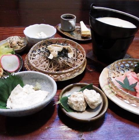 「織都・桐生」の、のこぎり屋根。近代化産業遺産で、豆腐・ゆば料理が堪能できる。