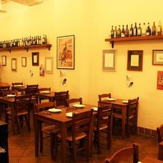 名古屋駅徒歩3分、お店に入るとそこはもうナポリの街中。こだわりの店内にはイタリアの雰囲気を大切に、様々なインテリアがお客様をお出迎えします。こだわりの店内でこだわりのイタリアンをご堪能ください。名古屋/イタリアン/飲み放題/貸切/女子会/同窓会/誕生日/記念日