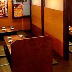 8名様までご着席頂けるお座敷席となっております。和やかな雰囲気の店内は気を張ることなくお食事をお楽しみ頂けます。