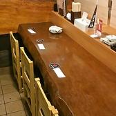 おひとり様でもご利用しやすいカウンター席をご用意しております。カウンター横には、こまち自慢の銘酒がずらり♪アットホームな雰囲気が自慢のカウンター席です♪