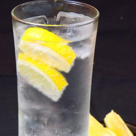 創作焼鳥に合うレモンサワーやハイボールなどのお酒にもこだわってます!!炭酸はもちろん強炭酸!!