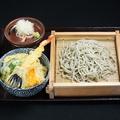 料理メニュー写真へぎそばとミニ海老丼セット