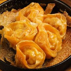 料理メニュー写真チーズ羽根つき餃子