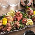 料理メニュー写真【名物、肉刺し極み八種盛り】
